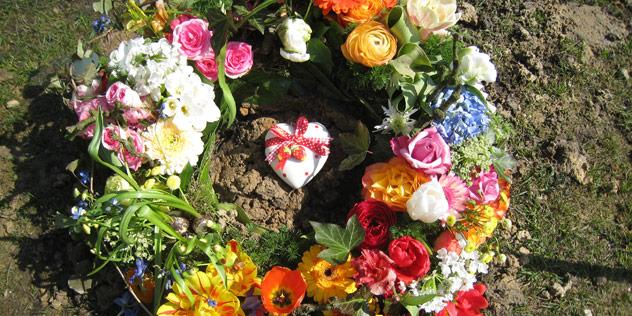 Ein Blumenkranz,© Astrid Götze-Happe  / pixelio.de